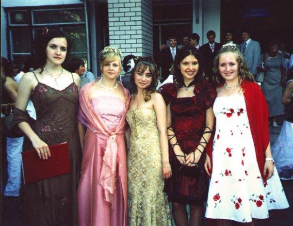 J i странные выпускные платья